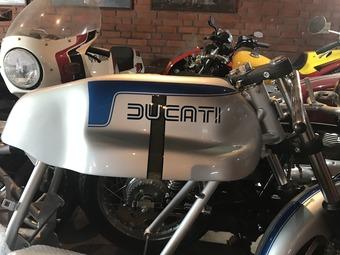 DUCATI ベベル900SS